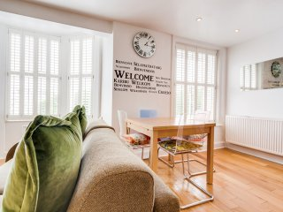 Wonderful second floor apartment near Palace Pier, beach and shops. Great views! - Brighton vacation rentals
