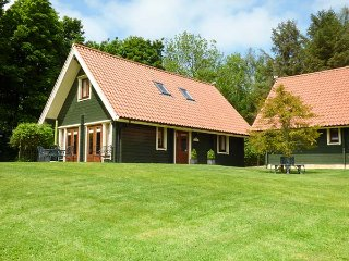 APPLE TREE LODGE, quality, en-suites, great shared grounds, WiFi, close Alnwick, Swarland Ref 22335 - Swarland vacation rentals