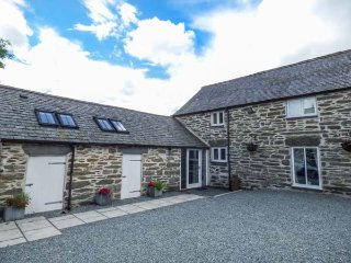 THE DAIRY, barn conversion, hot tub, woodburner, pet-friendly, nr Cerrigydrudion, Ref 923927 - Cerrigydrudion vacation rentals