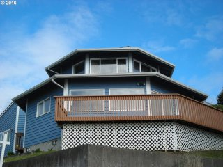 OctoMojo - 3/3 - Views, Beach Access and Hottub - Depoe Bay vacation rentals