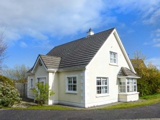 MARSH HOUSE two sitting rooms, detached house, private garden in Ballycastle Ref 934500 - Ballycastle vacation rentals