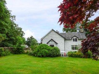 TY GWYN, pet-friendly cottage, garden, country setting, Penmaenpool near Dolgellau Ref 939007 - Dolgellau vacation rentals