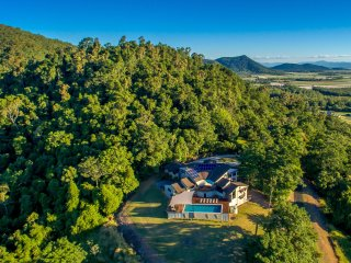 7 bedroom House with Dishwasher in Cannonvale - Cannonvale vacation rentals