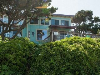 Cozy Cottage with Deck and Microwave - Lincoln City vacation rentals