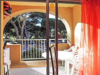 Studio w balcony, 150m from beach! - Îles d'Hyères vacation rentals