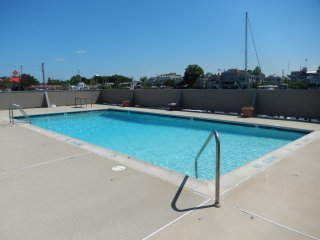 Bright 2 bedroom Lewes Condo with Internet Access - Lewes vacation rentals