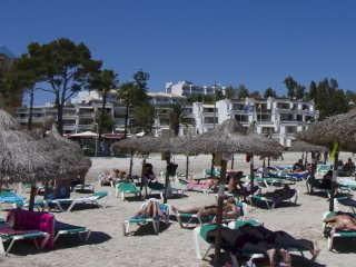 Ibero Dolar - Beachfront apartment - Playa Alcudia - Puerto de Alcudia vacation rentals