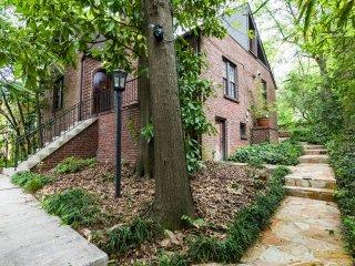 Modern Home Nestled Under A Hilltop Canopy Of Tree - Atlanta vacation rentals