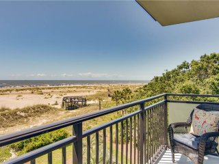 Cozy 3 bedroom Isle of Palms Villa with Deck - Isle of Palms vacation rentals