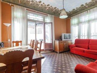 ROYAL TERRACE, by las Ramblas, up to 9! - Barcelona vacation rentals