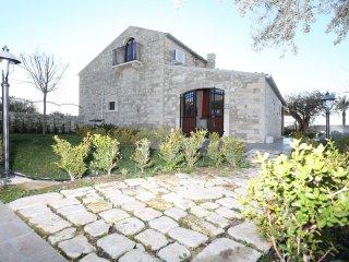 Tenuta Serravalle - Appartamento A casa ri ciuzza - Chiaramonte Gulfi vacation rentals