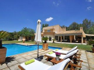 Finca rústica con piscina y pista de tenis - Bunyola vacation rentals