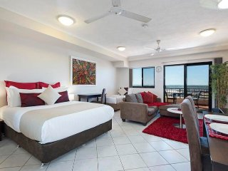 Darwin Executive Studio + FREE CAR Sleeps 3 - Darwin vacation rentals