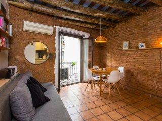 Cozy City Center Apartment - Barcelona vacation rentals