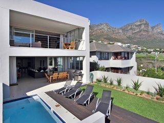Perfect 5 bedroom Camps Bay Villa with Internet Access - Camps Bay vacation rentals