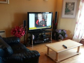 2 BEDROOMS FLAT GLASGOW GREEN ( CENTRAL GLASGOW) - Glasgow vacation rentals