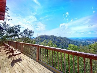 Incredible Mountain Views from your private 4 Bedroom Cabin - Sevierville vacation rentals