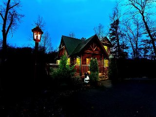 Romantic 2 Bedroom Cabin in Gatlinburg - Gatlinburg vacation rentals