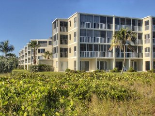 Sanibel Surfside #216: Charming 2 Bedroom Beach Condo Steps to Gulf of Mexico - Sanibel Island vacation rentals