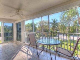 Sanibel Surfside #216: Charming 2 Bedroom Beach Condo 10% off January - Sanibel Island vacation rentals