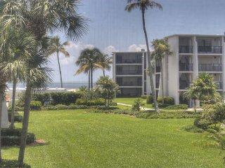 Sundial H209: Lovely 1 Bedroom, Free Wifi, Close to Beach, Biking & Shopping! - Sanibel Island vacation rentals