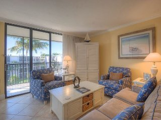 Sundial F408: Beautiful Condo w/ Soothing Beach Style Decor and 2 Queen Beds! - Sanibel Island vacation rentals