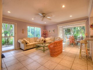 Spanish Cay A4: Bright & Cheerful 2 Bedroom at Spanish Cay Across from Beach! - Sanibel Island vacation rentals