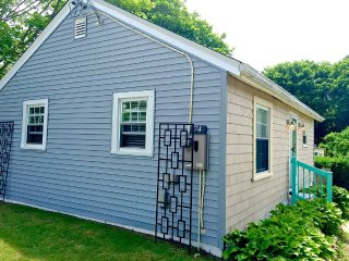Newport Renovated Clean Beach Cottage - Newport vacation rentals