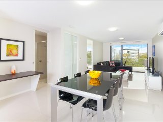 Perfect 2 bedroom Brisbane Apartment with Internet Access - Brisbane vacation rentals