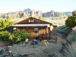 Comfortable House with Outdoor Dining Area and Grill - Wapiti vacation rentals
