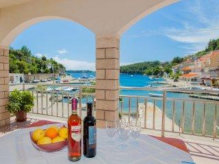 4 bedroom Condo with Internet Access in Prizba - Prizba vacation rentals