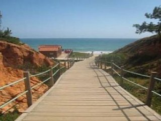 3 bed villa only 3 minutes walk to Falesia Beach - Olhos de Agua vacation rentals