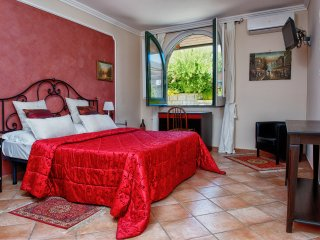 Apartment Rosso - in Sorrento centre, with FREE parking, pool, WiFi, garden - Sorrento vacation rentals