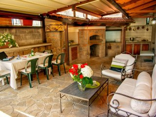 Apartment Bianco - in Sorrento centre, with FREE parking, pool, WiFi, garden - Sorrento vacation rentals
