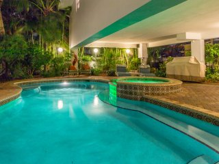 2 Bedroom Bee by the Sea OPEN ,Mar18-25 Book NOW Heated POOl AND HOT TUB - Lauderdale by the Sea vacation rentals