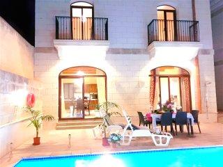 Lovely twin room with pvt bathroom in Luxury Villa - Nadur vacation rentals