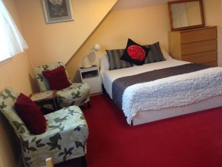 Perfect Studio with Internet Access and Washing Machine - Bexleyheath vacation rentals