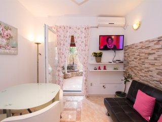 Apartmani D-4 pers -Marina - Ciovo vacation rentals