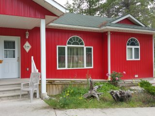 Nice Bungalow with Dishwasher and Kettle - Fernie vacation rentals