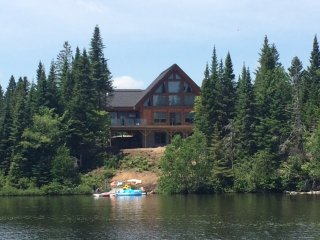 Chalet Log-Cabin Waterfront (Garden level) - Lac-Superieur vacation rentals