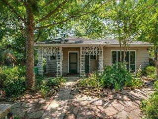 Little House Nashville: Convenient, Eclectic, Cozy, with 47 5-Star Reviews - Nashville vacation rentals