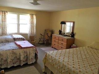Nice 4 bedroom Bed and Breakfast in Munising - Munising vacation rentals