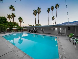 Mid-Century Modern with Sparkling Pool & Mountain Views in Palm Springs - Palm Springs vacation rentals