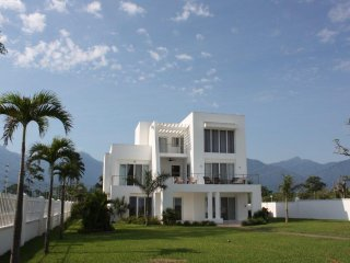 Stunning View Of Ocean And Mountains! - El Porvenir vacation rentals