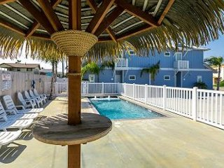 Abalone Cottage: Breezy 3 Bed, 2.5 Bath townhome w/Pool, Close to Beach, Pets - Port Aransas vacation rentals