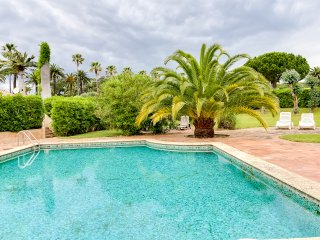 Lovely villa in an estate by the sea - Saint-Tropez vacation rentals