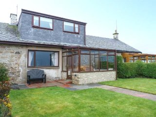 THE SMITHY, sea views, sandy beach opposite, lawned garden, pet-friendly, Turnberry, Ref 936638 - Turnberry vacation rentals