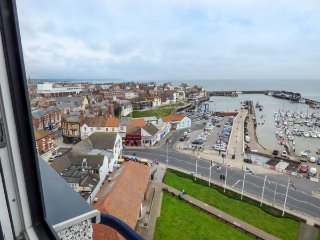 HIGH TIDE, 9th floor apartment with stunning views, parking, near amenities, in Bridlington, Ref 936666 - Bridlington vacation rentals