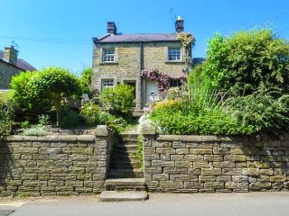ASH COTTAGE luxury romantic retreat, village centre in Baslow, Ref 939173 - Baslow vacation rentals
