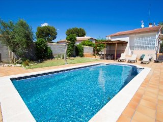 Enchanting Villa Oasis only 3km from the beaches of Costa Dorada! - El Vendrell vacation rentals